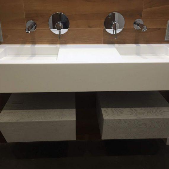 Pieza única, lavabo doble